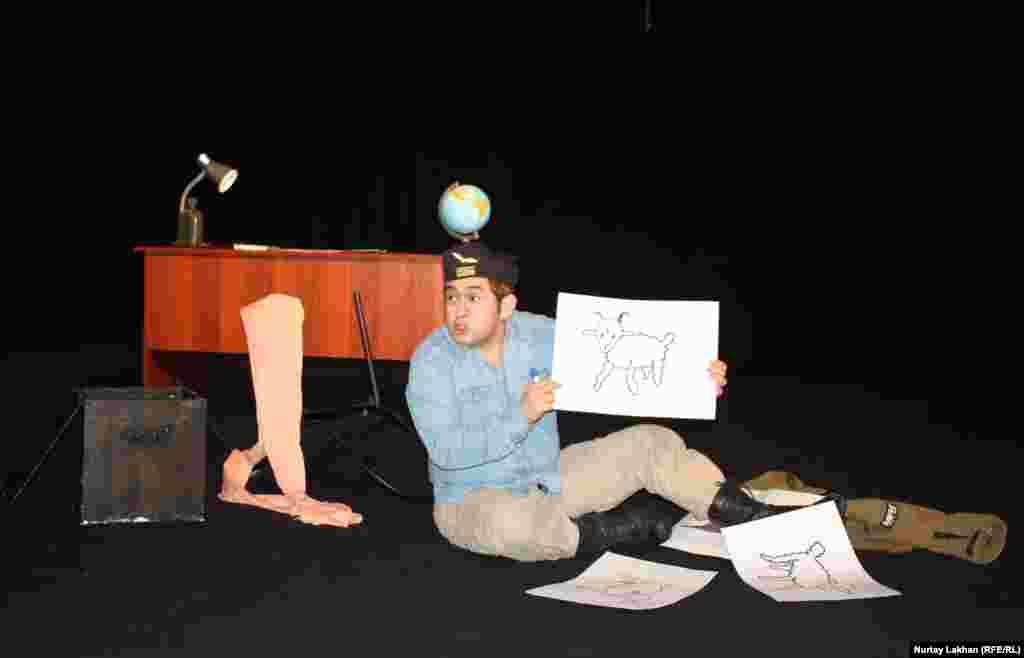 Эпизод из постановки «Маленький принц» по произведению Антуана де Сент-Экзюпери в театре антрепризы Сафуана Рысбайулы.