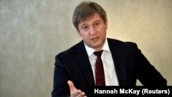 Кызматтан кетирилген каржы министри Олександр Данилюк.