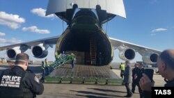 Ҳавопаймои нирӯҳои ҳавоии Русия дар фурудгоҳи Ҷон Кеннедии Ню-Йорк фуруд омад. 1 апрел