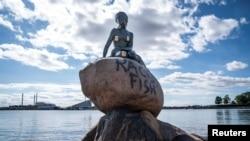 """Exerciții de """"cancel culture"""" cu Mica sirenă din Copenhaga"""