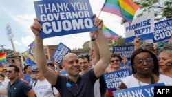 Гомосексуалисты украсили собой Пятую авеню в Нью-Йорке