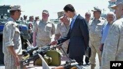 Президент Башар Асад Россия қўшинларининг Хмеймим базасида
