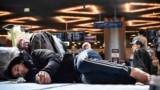 Граждане из республик Средней Азии, которые не могут вылететь из России после закрытия границ. Аэропорт Внуково, 24 марта 2020 года