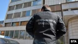 От Специализираната прокуратура обявиха, че има данни, че обвиненият висш полицай - Ангел Папалезов е поставил чадър над престъпна група на Васил Божков за трафик на културни ценности