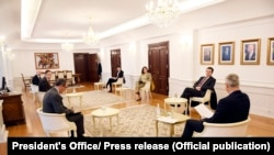 Foto nga takimi i sotëm ndërmjet presidentit Hashim Thaçi dhe kryeministrit në detyrë, Albin Kurti.