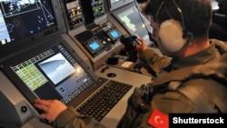 Служащий военно-морского флота Турции на учениях в Мраморном море. Измит, 24 мая 2014 года. Иллюстративное фото.