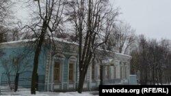 Музэй Шмырова на ўскрайку парка