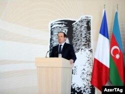 Francois Hollande Bakı Fransız Liseyində