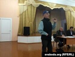 Актывіст Аляксандар Страх ня верыць, што беларуская АЭС будзе бясьпечнай, а яе энэргія таннай для насельніцтва.