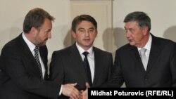 The members of Bosnia's tripartite presidency at their inaugural session in Sarajevo on November 10 (left to right: Bakir Izetbegovic, Zeljko Komsic, and Nebojsa Radmanovic)