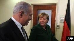 Биньямин Нетаньяху (слева) и Ангела Меркель, Иерусалим, 31 января 2011