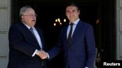Ministri i jashtëm grek Nikos Kotzias dhe homologu i tij maqedon Nikola Dimitrov, gjatë një takimi në Athinë. 14 qershor, 2017