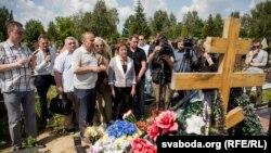 Акція пам'яті журналіста Павла Шеремета біля його могили. Мінськ, 20 липня 2017 року