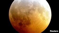 Лунное затмение . Декабрь 2010 года