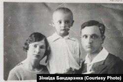 Маці, бацька і старэйшы брат Зінаіды Бандарэнкі