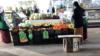 """Aşgabadyň """"Älemgoşar"""" bazary. Arhiwden alnan surat"""
