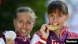 Ольга Каниськина (слева) и Елена Лашманова, ранее также дисквалифицированная за допинг