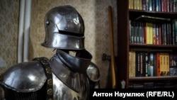 Рыцарские доспехи в доме Алексея Чирния