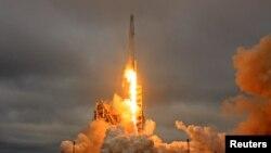 Запуск Falcon 9 (архивное фото)
