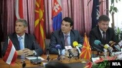 Македонскиот министер за надворешни работи Никола Попоски се сретна со австрискиот заменик-канцелар и министер за надворешни работи Михаел Шпинделегер и словачкиот вицепремиер и министер за надворешни работи Мирослав Лајчак во Скопје.