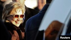 Secretarul de stat Hillary Clinton la sosirea la Moscova