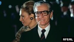 Sonuncu İran Şahı Məhəmməd Rza Pəhləvi həyat yoldaşı Fərəh Pəhləvi ilə. 1977