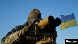 Украінскі вайсковец на пазыцыі непадалёк ад Луганску на пачатку кастрычніка