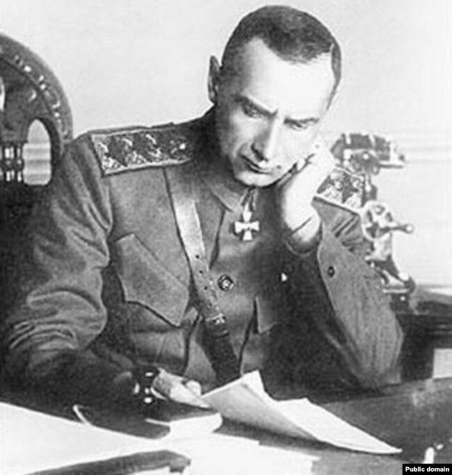 Адмирал Колчак в 1919 году называл себя Верховным правителем России. Среди подписавших Версальский мир его правительства, однако, не было