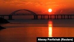 Вид на міст, ілюстраційне фото