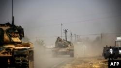 Tanket turke duke hyrë në Siri.
