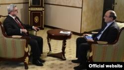 Президент Армении Серж Саргсян дает эксклюзивное интервью директору армянской службы Радио Свобода Грайру Тамразян, Цахкадзор, 19 января 2013 г.