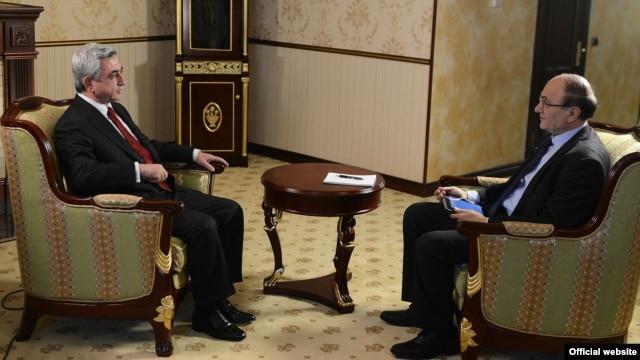 ՀՀ նախագահ Սերժ Սարգսյանը հարցազրույց է տալիս «Ազատություն» ռադիոկայանի հայկական ծառայության տնօրեն Հրայր Թամրազյանին: