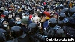 Противостояние митингующих и полиции на акции 23 января