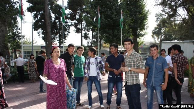 Tajikistan -- Tajik students protest in Dushanbe, 30Aug2012
