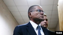 Алексей Улюкаев в Басманном суде, 15 ноября 2016 года.