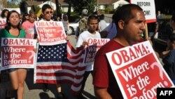 Иммигранттардың құқықтарын қорғаушылар өткізген шеру. Лос-Анджелес, 16 тамыз 2010 жыл. (Көрнекі сурет)