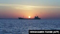 İran tankeri Hörmüz bogazındakı Qashm adası yaxınlığında. 14 fevral, 2001.