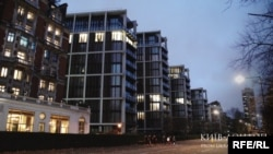 Рекордною серед покупок українців у Лондоні залишається угода Ріната Ахметова, який у 2011 році придбав квартиру на Гайд-парк, 1 за 136,3 мільйона фунтів