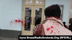 Фоторепортаж: Під час маршу за права жінок в Ужгороді на жінок напали