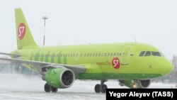 Самолёт в окраске авиакомпании S7