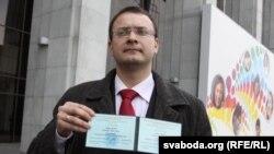 Алесь Михалевич після реєстрації кандидатом у президенти Білорусі у 2010 році