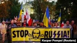 Мітинг під російським посольством у Варшаві, вересень 2014 року