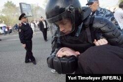 Задержания на Болотной площади 6 мая 2012 года
