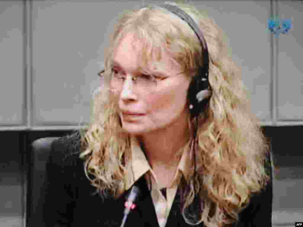 میا فارو در دادگاه لاهه