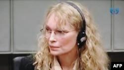 Mia Farrou në Tribunalin e Hagës.