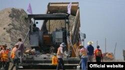 Строительство дороги между Ошской и Баткенской областями, 29 июля 2012 года.