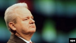 """Milošević se pojavio bini na Terazijama i na skandiranje prisutnih """"Slobo mi te volimo"""" izgovoriti čuvenu rečenicu """"Volim i ja vas"""""""