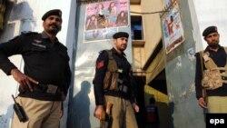 په پېښور کې پاکستاني پولیس (پخوانی عکس)