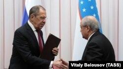 Министр иностранных дел России Сергей Лавров (слева) и министр иностранных дел Узбекистана Абдулазиз Камилов. Ташкент, 16 января 2020 года.
