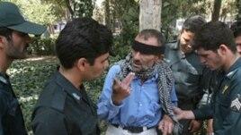 طی دو دهه گذشته، ۳۵۰۰ نيروی نظامی و امنيتی ايران در مبارزه با قاچاقچيان کشته شده اند. (عکس از فارس)